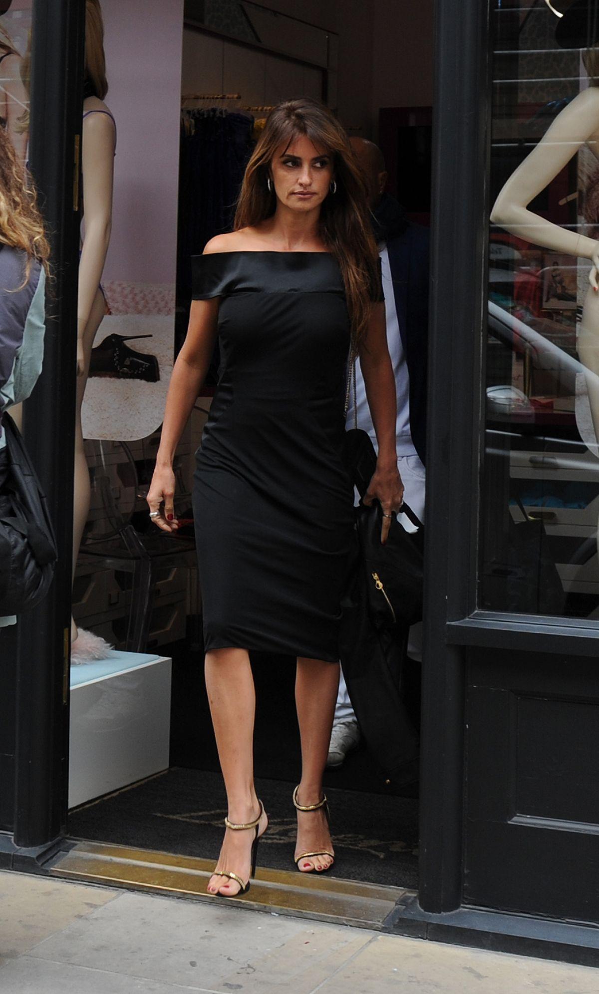 PENELOPE CRUZ Leaves Agent Provocateur Lingerie Shop in London 09/04/2015