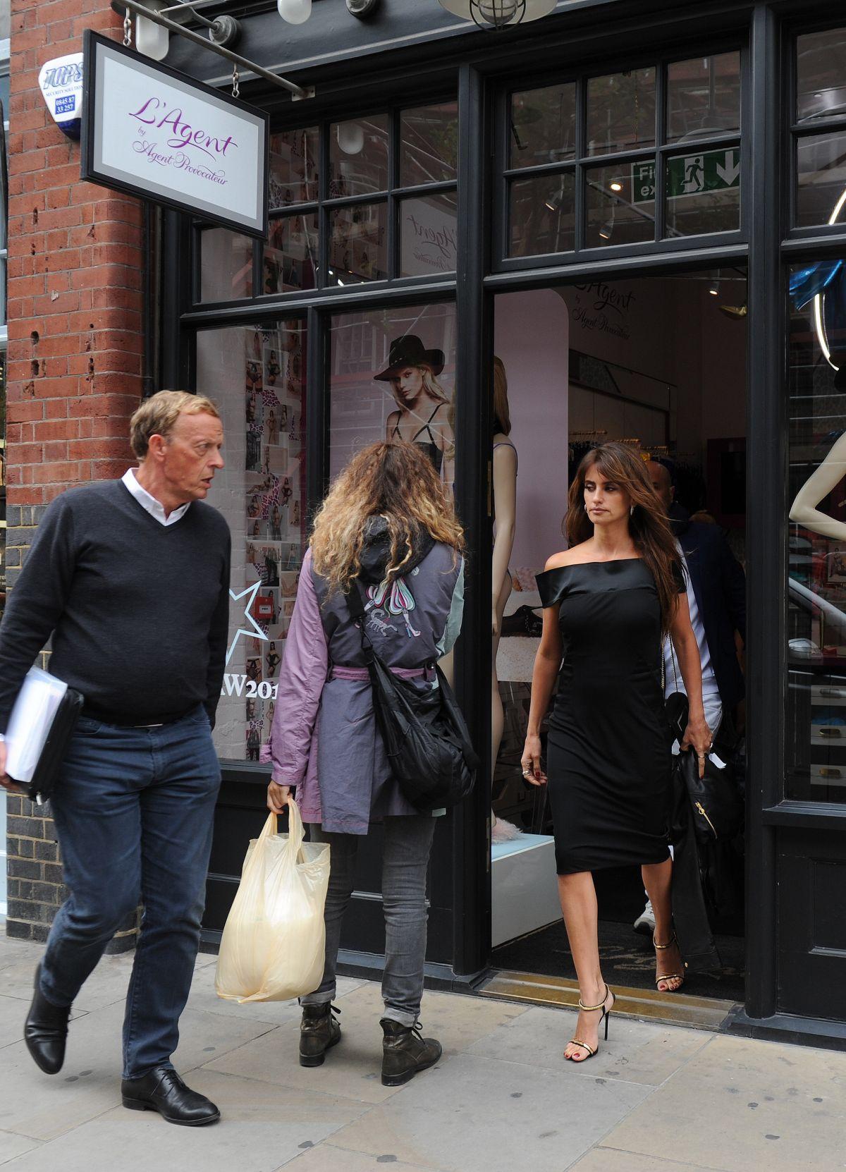 8df36edcecb PENELOPE CRUZ Leaves Agent Provocateur Lingerie Shop in London 09 04 2015