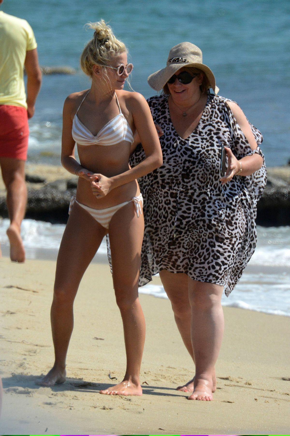 bikini pics lott Pixie