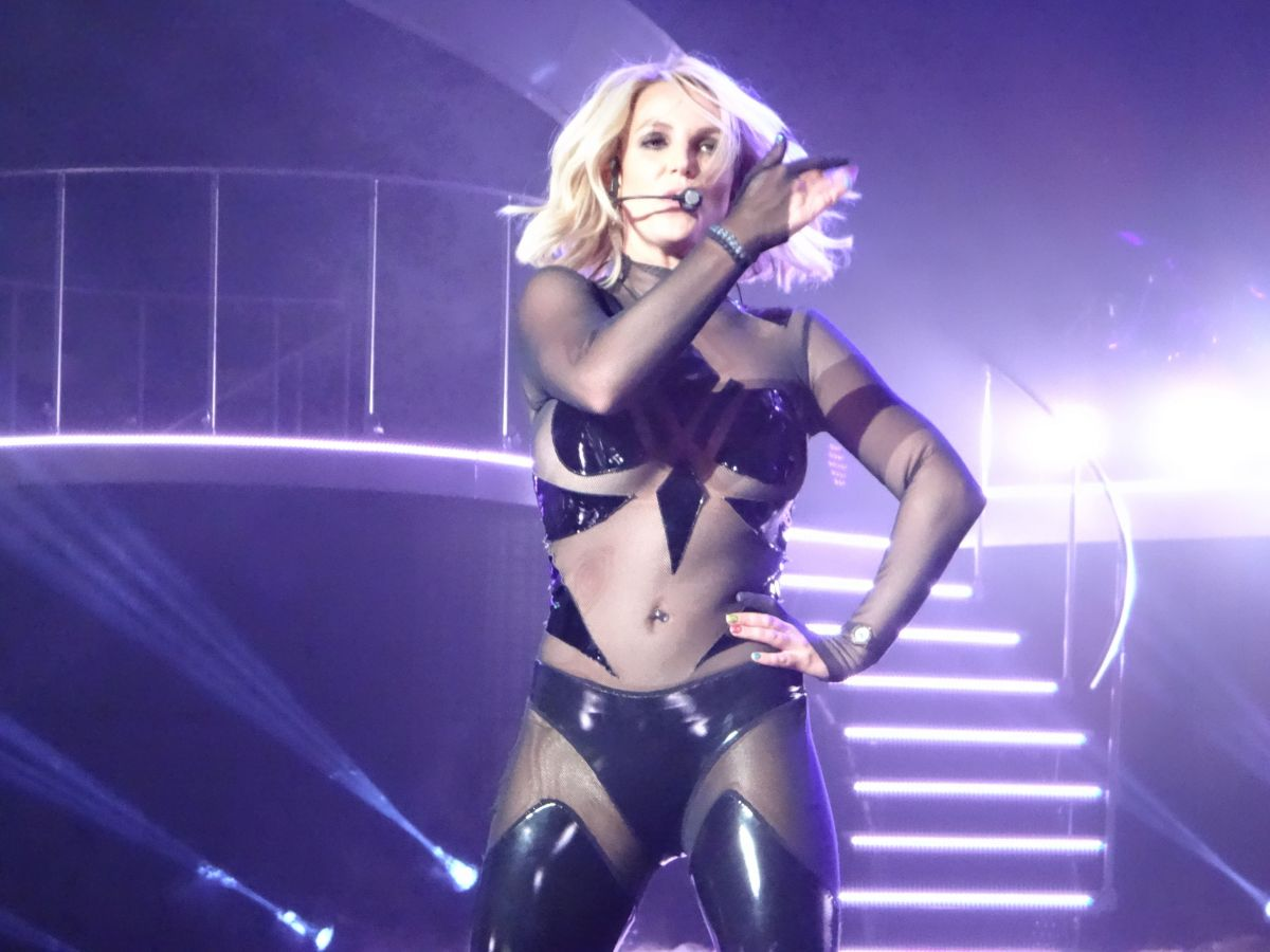 BRITNEY SPEARS Performs at a Concert in Las Vegas 10/25/2015