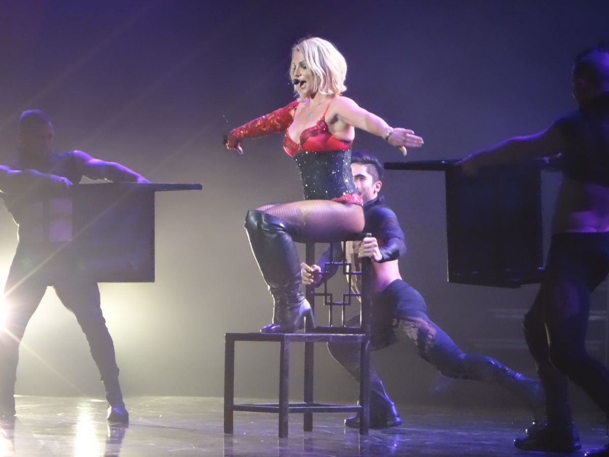 BRITNEY SPEARS Performs at a Concert in Las Vegas 10/25 ... Britney Spears Las Vegas
