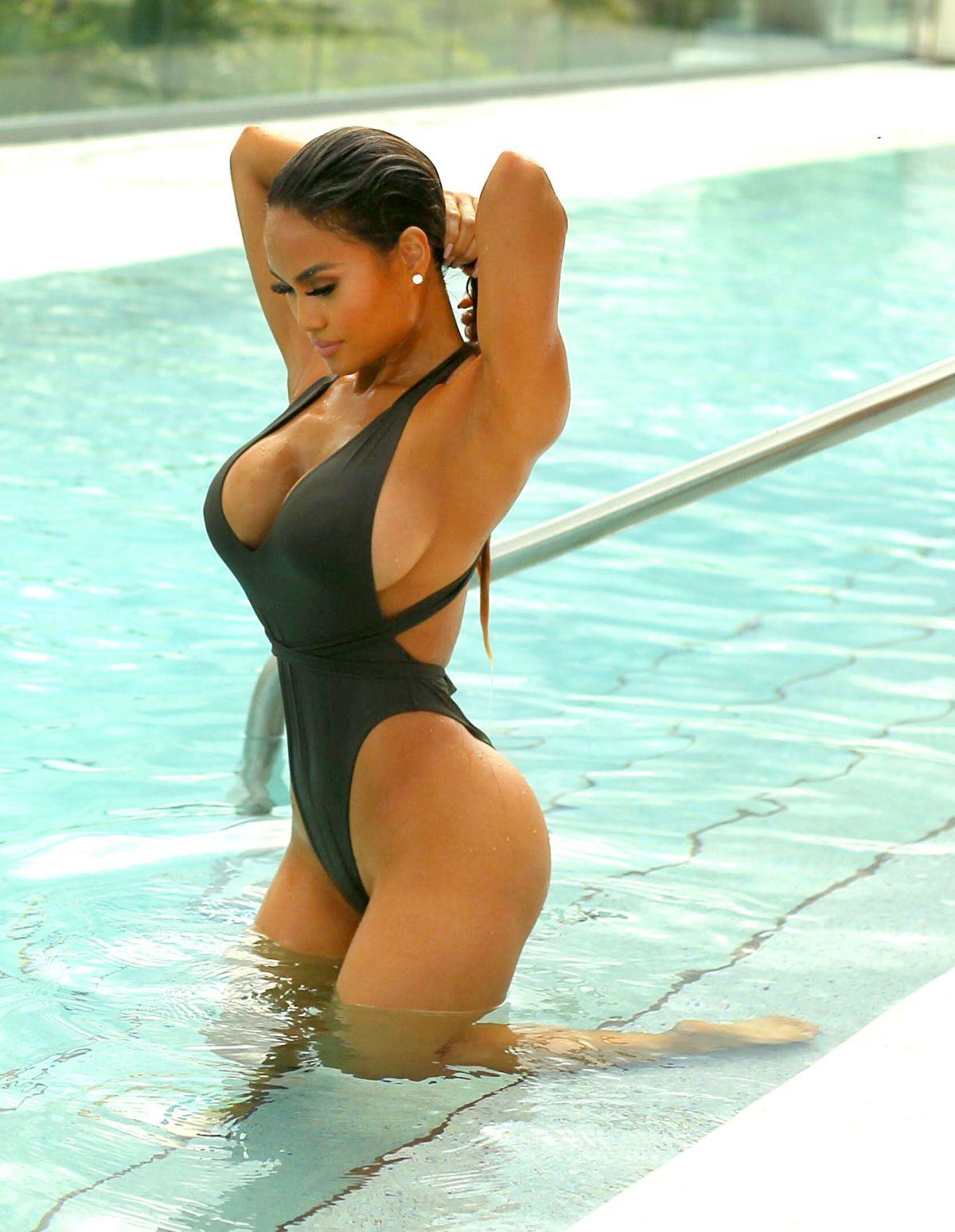 Jennifer fox bikini model kind bomb!