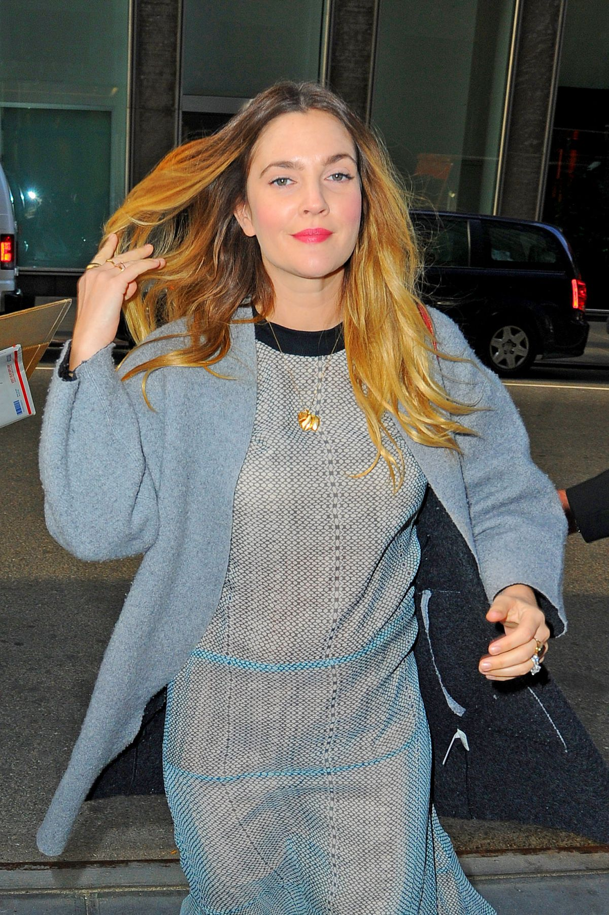 DREW BARRYMORE Out and About in New York 10/27/2015 - HawtCelebs ... Drew Barrymore
