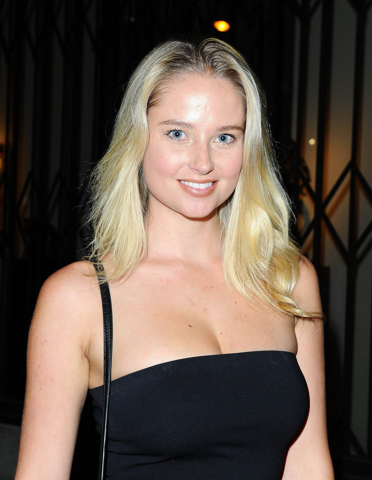 GENEVIEVE MORTON Arrives at Brian Bowen Smith's Metallic Life Exhibition Opening 10/22/2015
