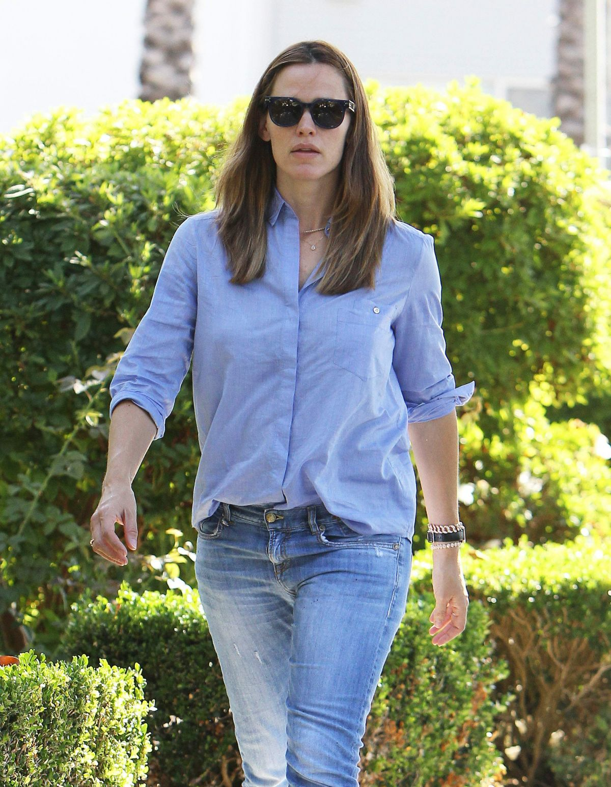 JENNIFER GARNER Out and About in Hollywood 10/06/2015