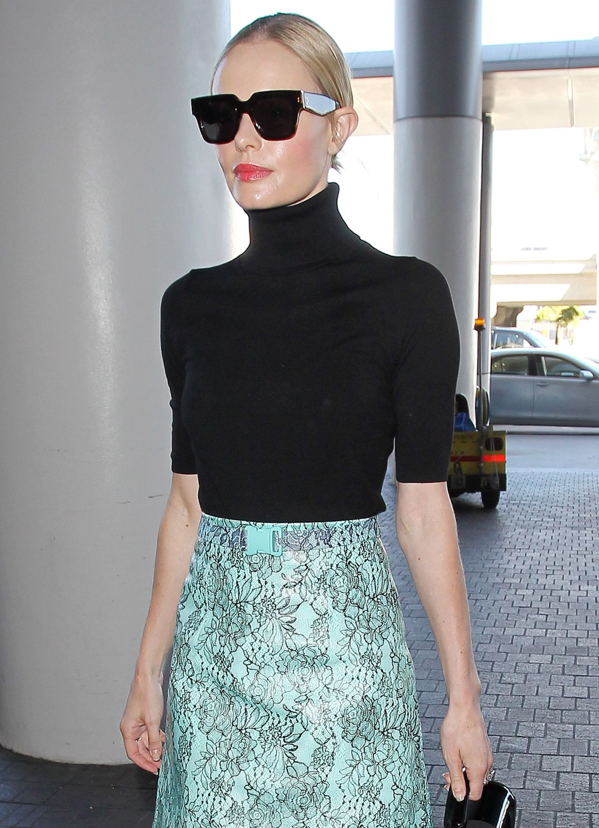 KATE BOSWORTH rrives at the Los Angeles International Airport 10/01 ... Kate Bosworth