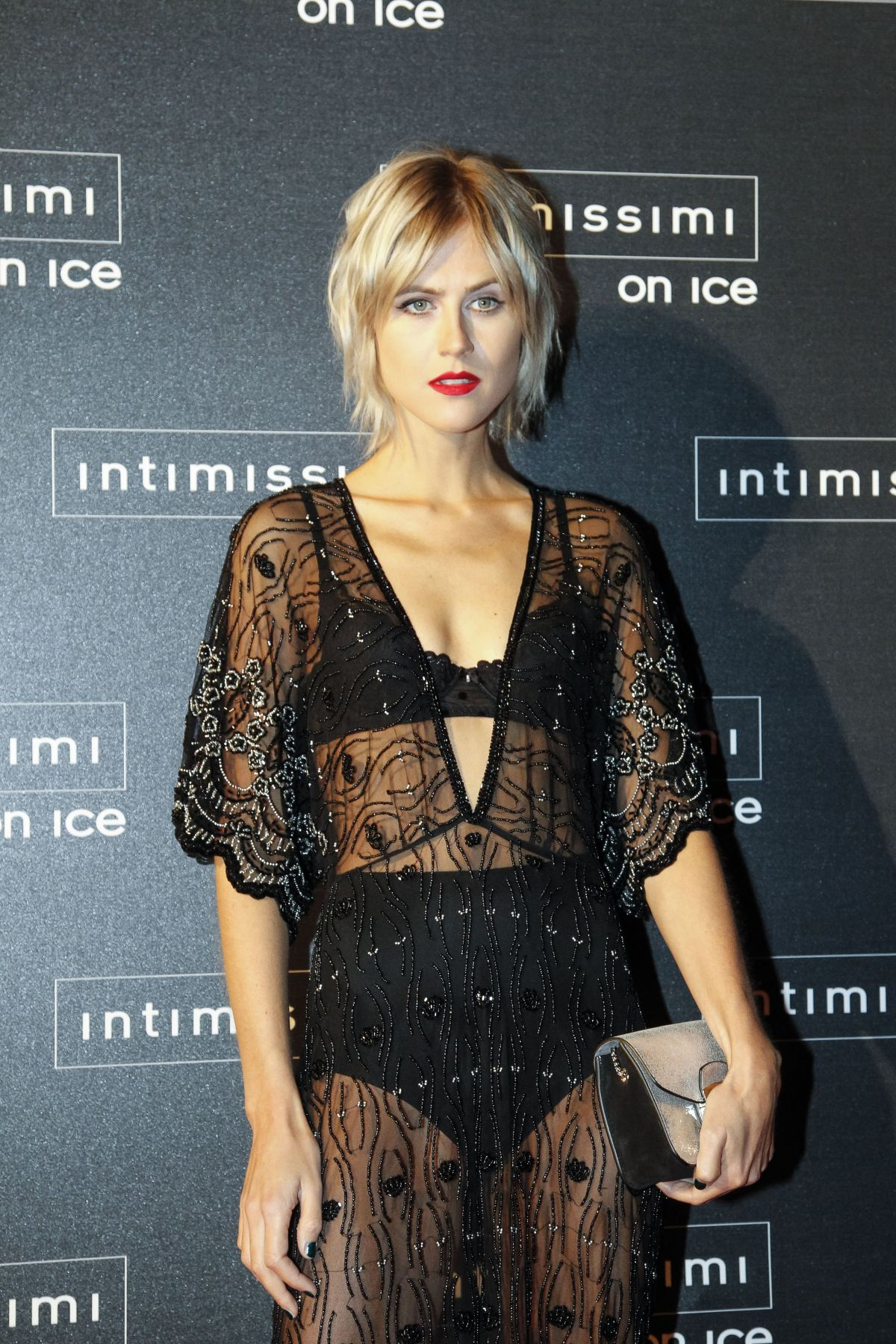LINDA TOL at Intimissimi on Ice 2015 Gala in Verona 10/09/2015