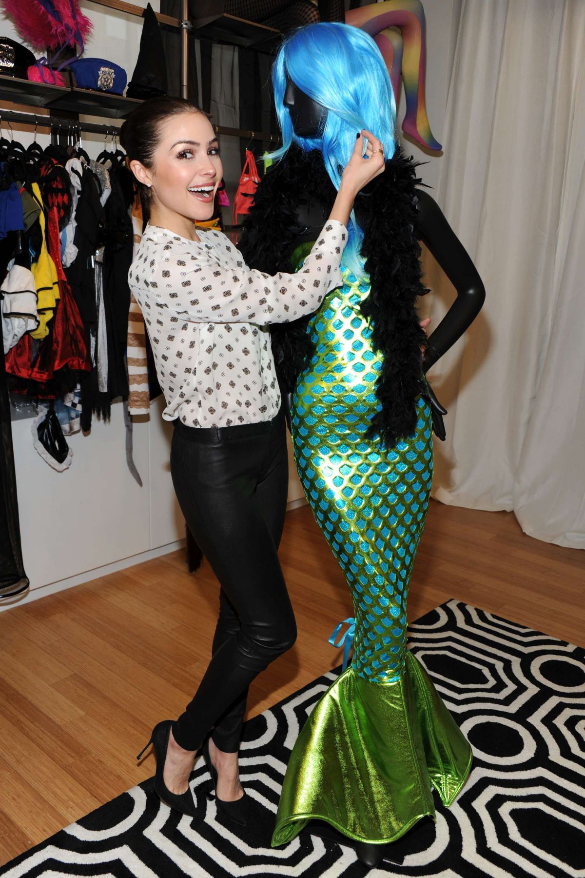 OLIVIA CULPO Shopping for Halloween Costume at Yandy in New York 10/12/2015  sc 1 st  HawtCelebs & OLIVIA CULPO Shopping for Halloween Costume at Yandy in New York 10 ...