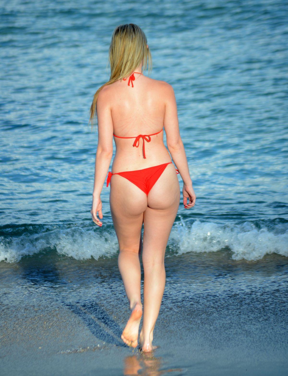 Rachel Sanders in Bikini on the Beach Pic 17 of 35
