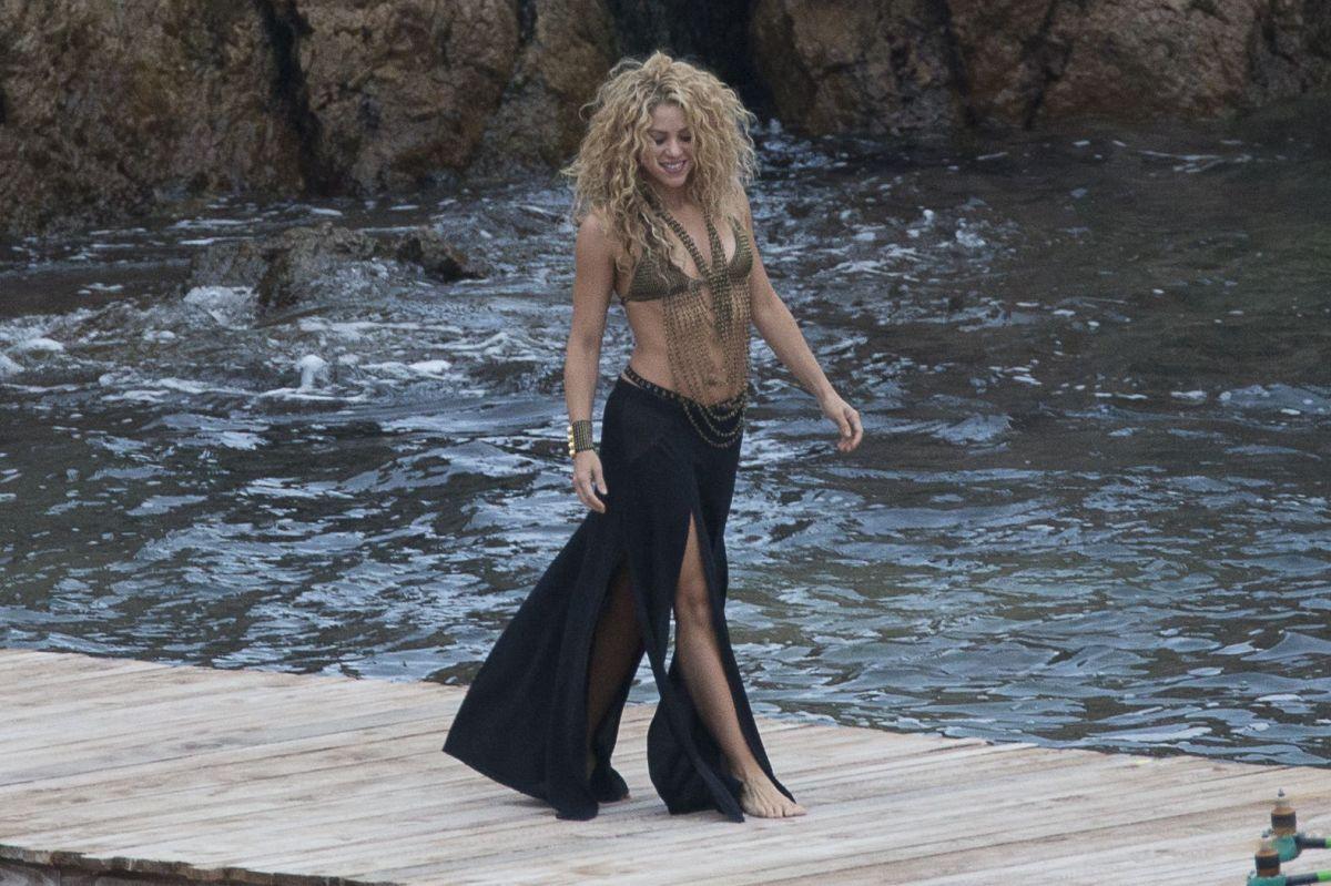 Shakira Proves Her Hips Don't Lie In Sizzling Bikini Body Photo