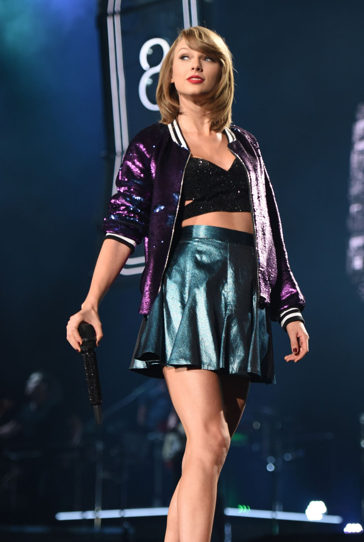 TAYLOR SWIFT Performs at 1989 World Tour in Miami 10/27/2015
