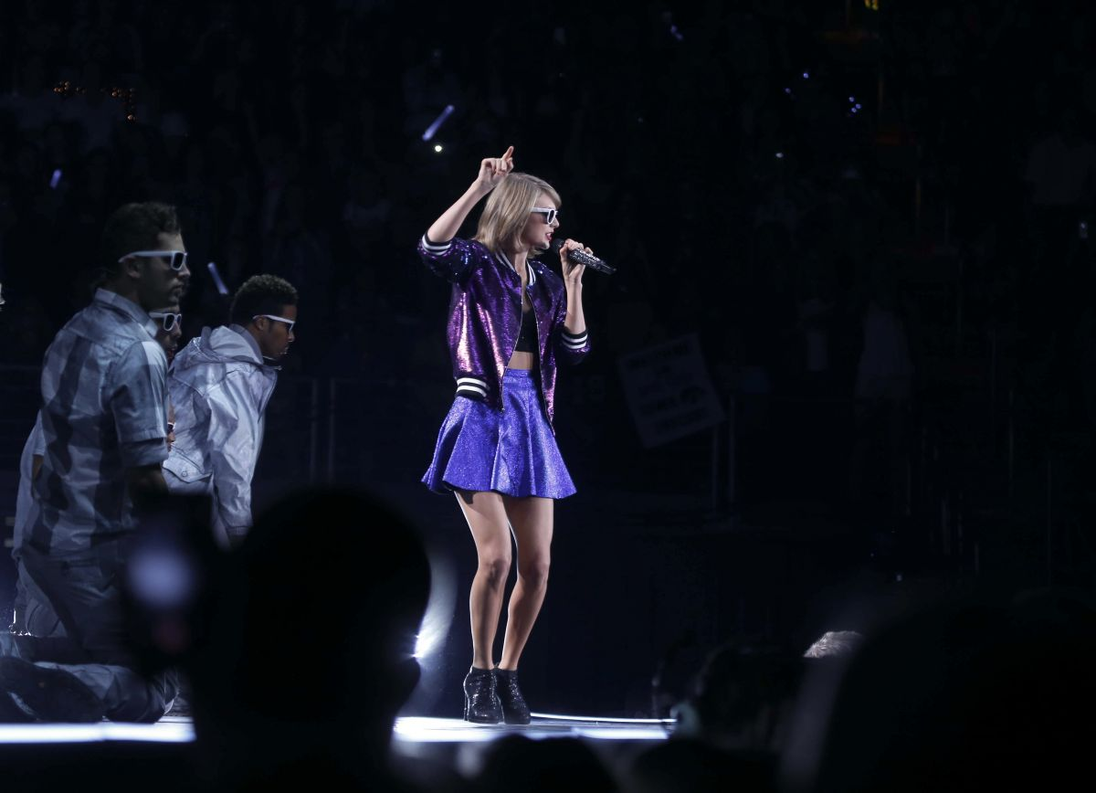 Taylor Swift Performs At The 1989 World Tour In Des Moines 10 08 2015 16 Hawtcelebs