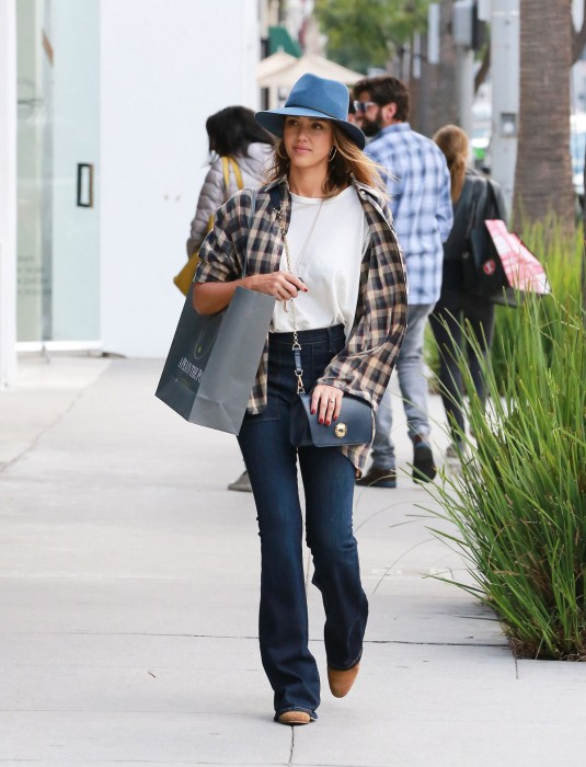 JESSICA-ALBA-Shopping-in-Beverly-Hills--7