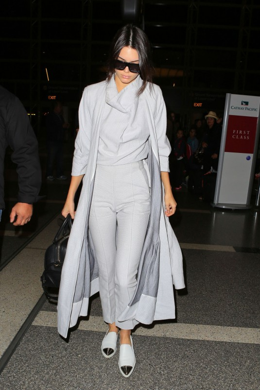 KENDALL-JENNER-Arrives-at-LAX-Airport-8