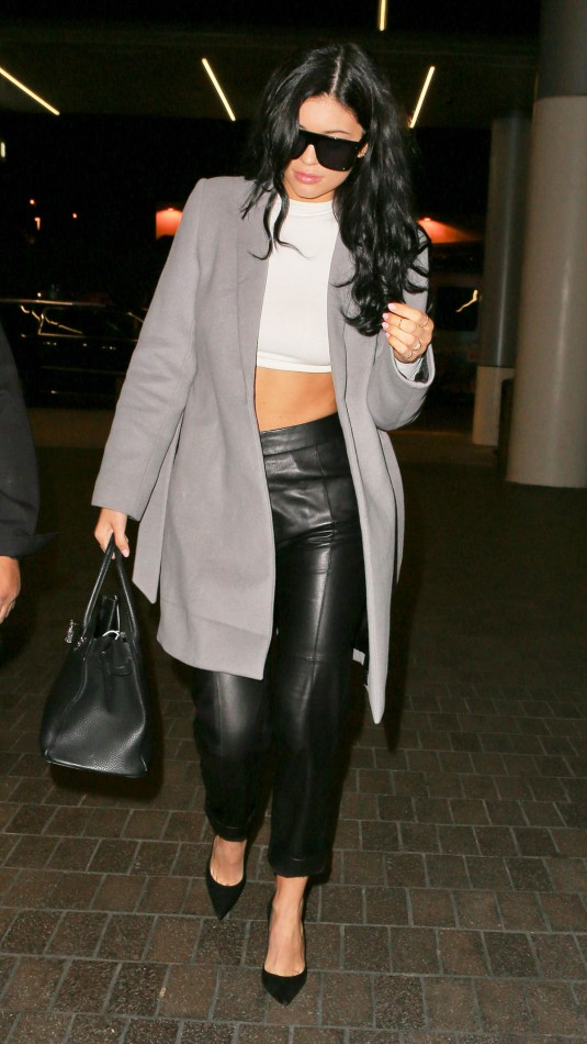 KYLIE-JENNER-at-Los-Angeles-Iternational-Airport-9