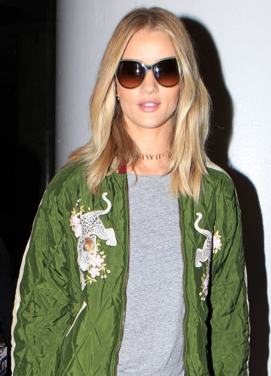 ROSIE-HUNTINGTON-WHITELEY-at-Los-Angeles-International-Airport-16
