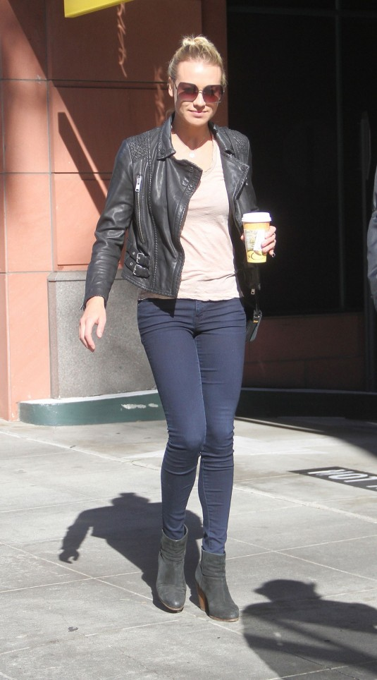 YVONNE-STRAHOVSKI-Out-Shopping-in-Beverly-Hills-11