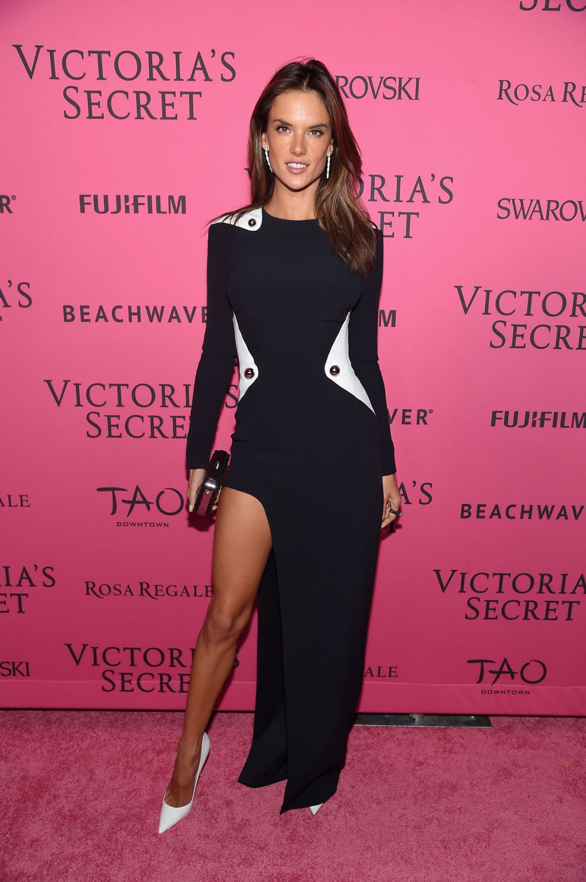 Models hit the pink carpet for the 2017 Victoria s Secret 52