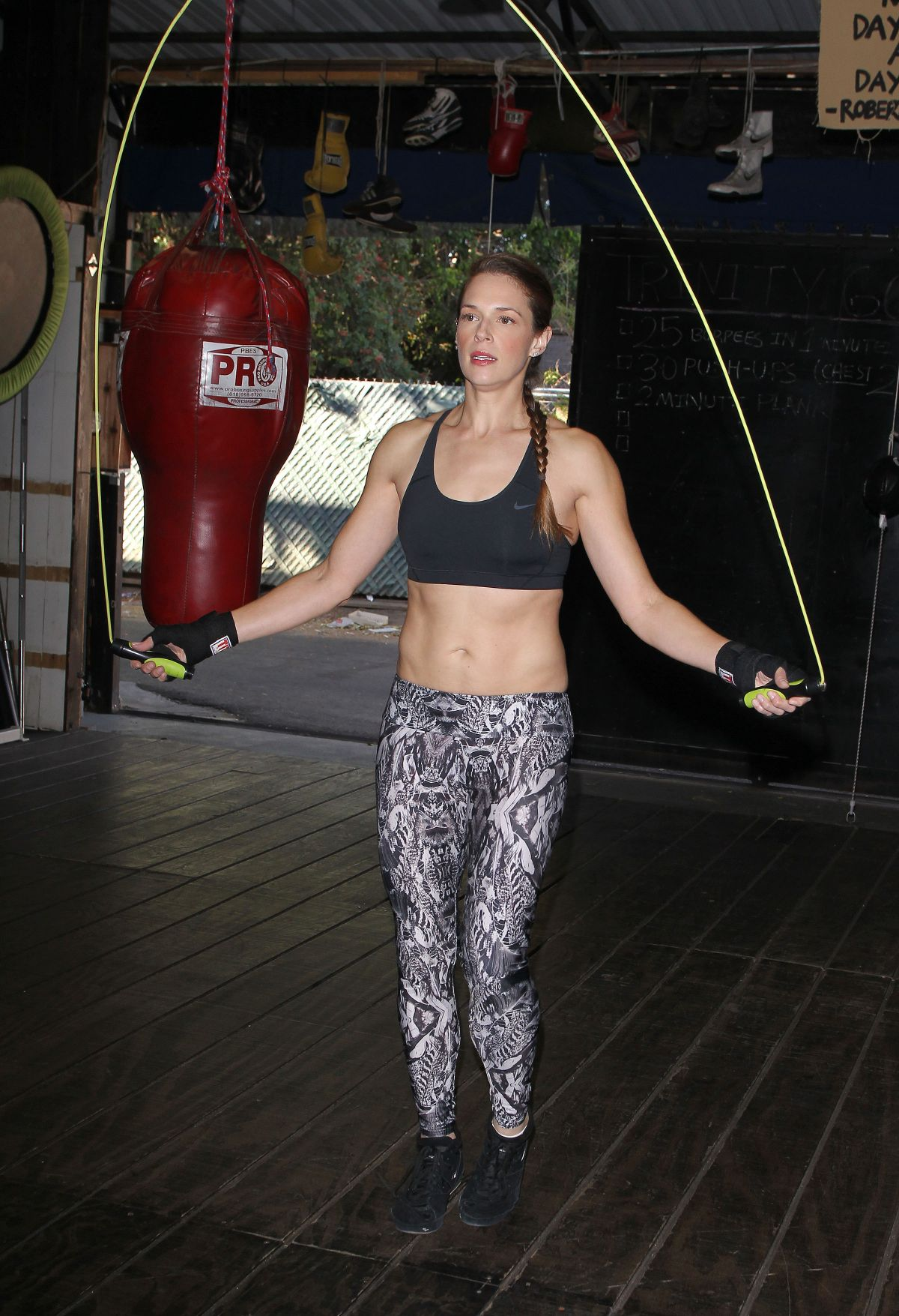 AMANDA RIGHETTI Boxing at a Gym in Santa Monica 11/13/2015