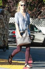 AMY SMART Shopping at Bristol Farms in Los Angeles 11/20/2015