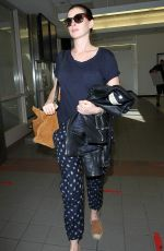 ANNE HATAWAY at Los Angeles International Airport 11/06/2015