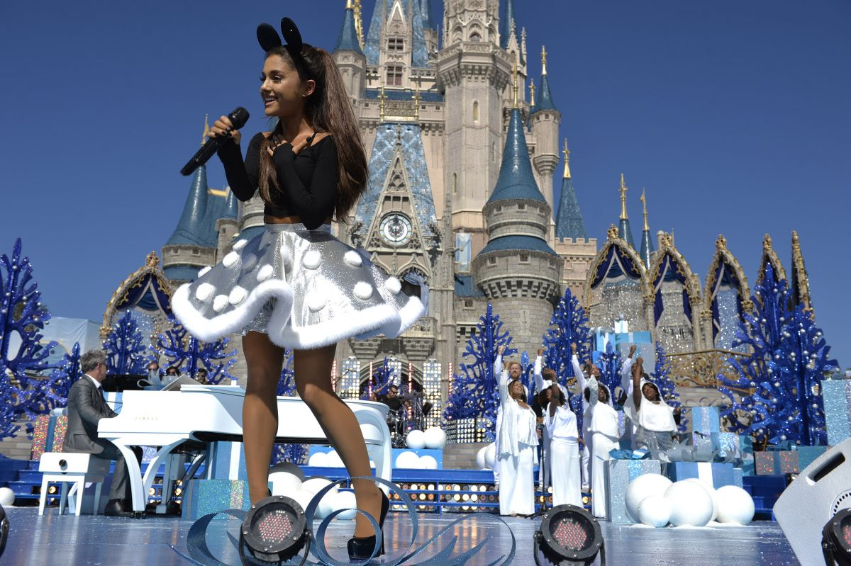 ariana grande at christmas day parade at walt disney world on orlando 1112 - Disney Christmas Day Parade