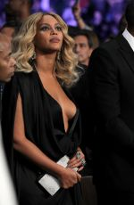 BEYONCE at Cotto vs Canelo Fight in Las Vegas 11/21/2015