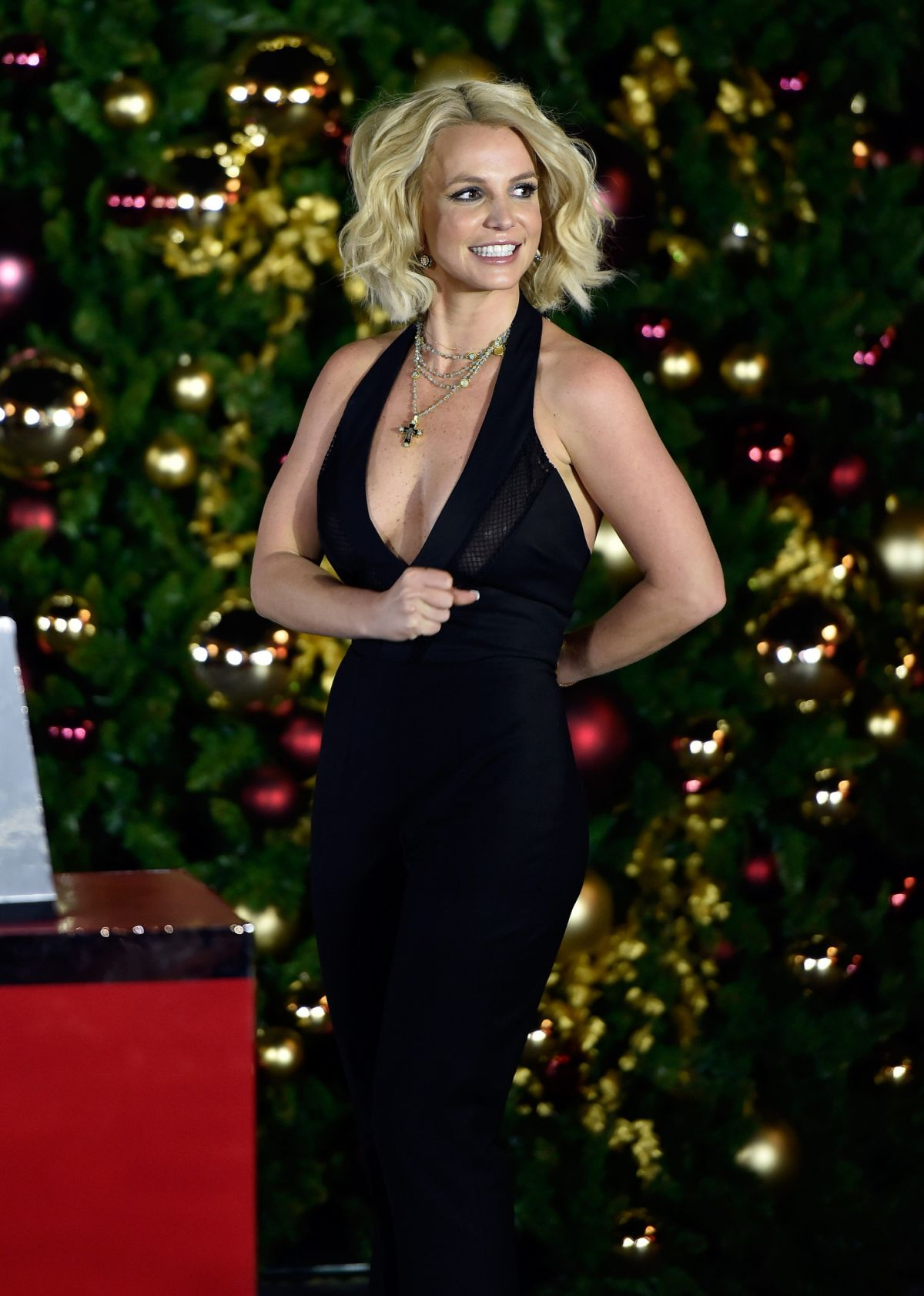 britney-spears-at-christmas-tree-lighting-ceremony-at-linq-promenade-in-las-vegas-11-21-2015_1.jpg