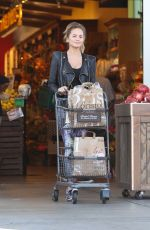 CHRISSY TEIGEN Shopping at Bristol Farms in Beverly Hills 11/09/2015
