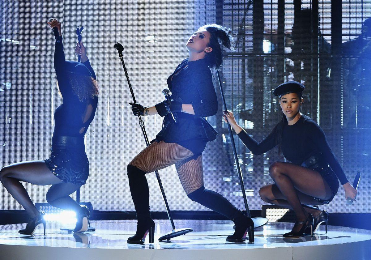 Demi Lovato Performs American Music Awards 13 Hawtcelebs