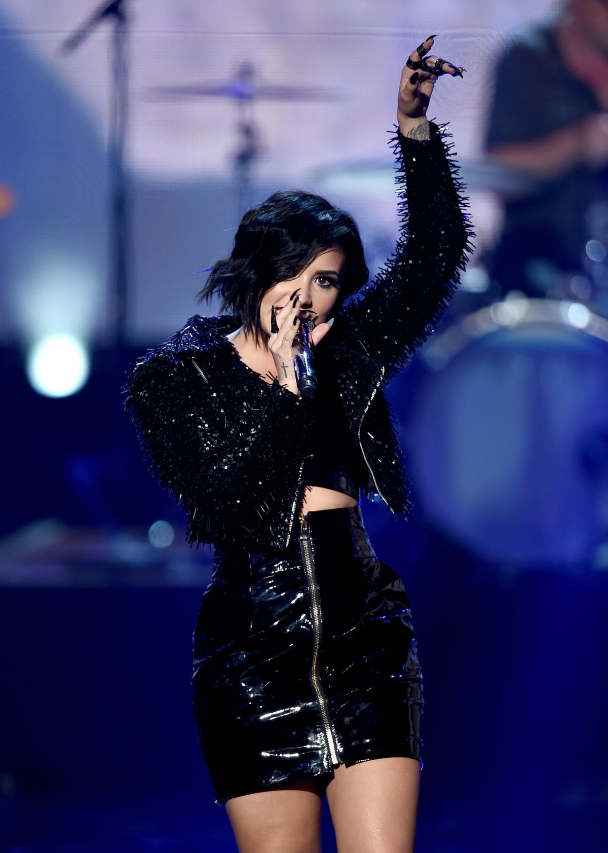 Demi Lovato Performs American Music Awards 16 Hawtcelebs