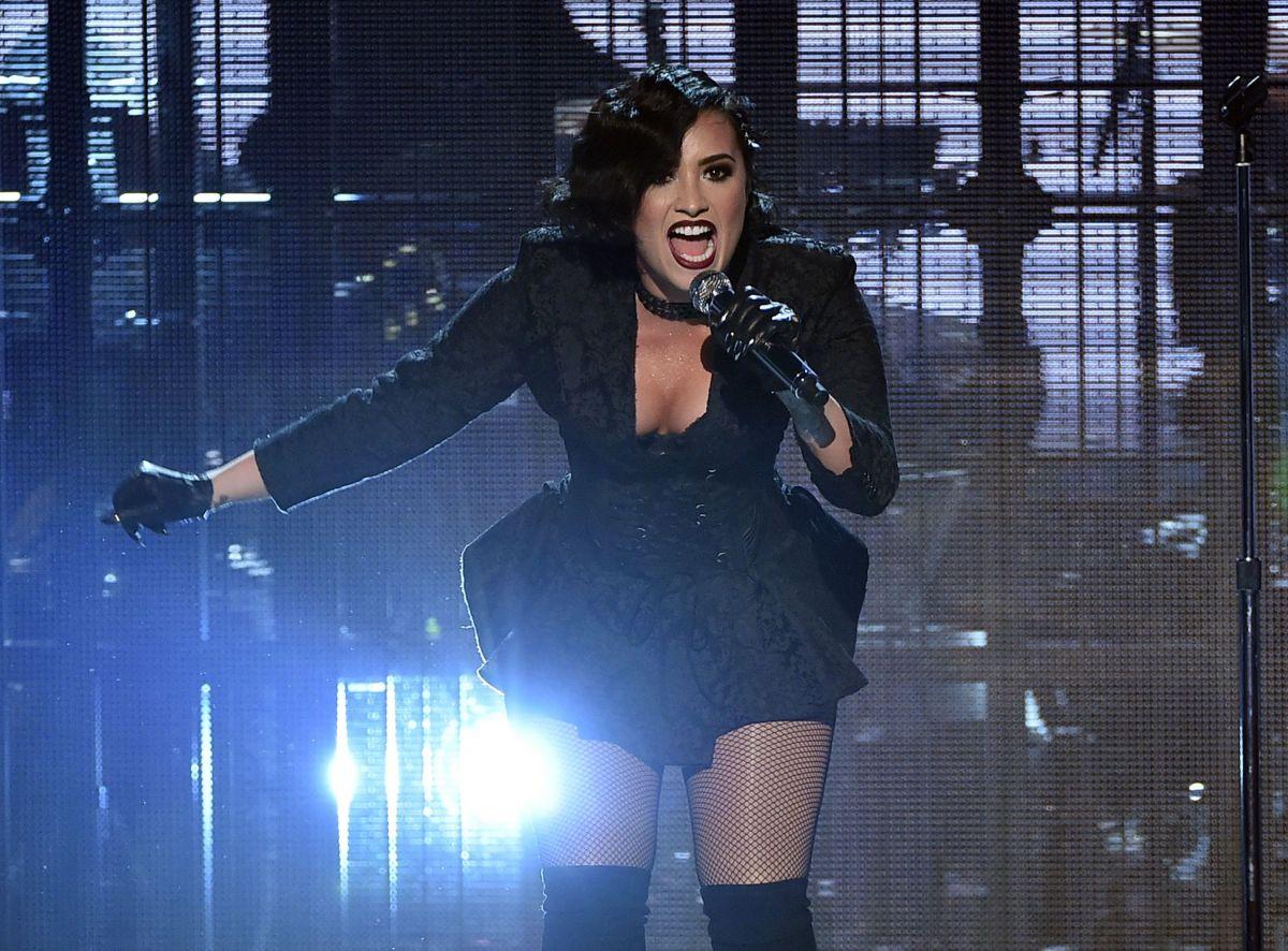 Demi Lovato Performs American Music Awards Hawtcelebs