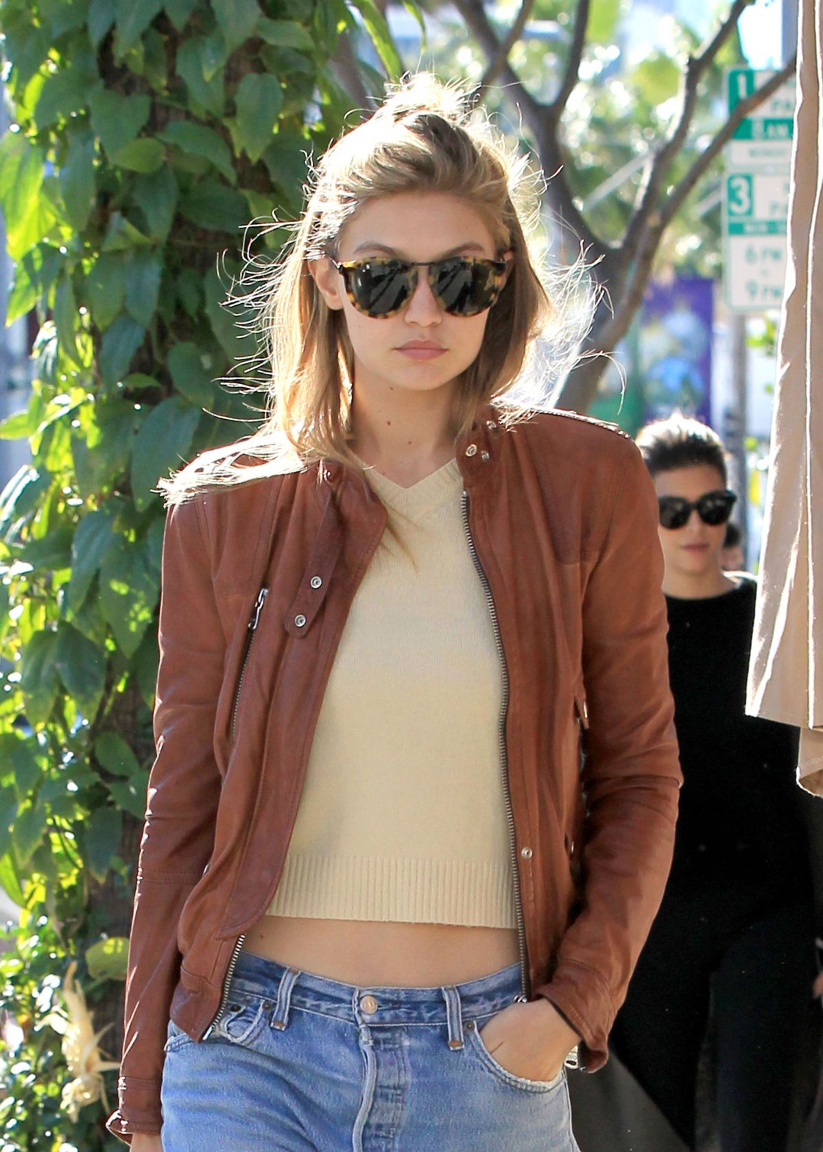 09d5488299 GIGI HADID Out and About in Los Angeles 11 16 2015