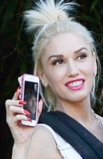 GWEN STEFANI at Huntington Gardens in Pasadena 11/22/2015