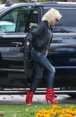 GWEN STEFANI Out and About in Pasadena 11/26/2015