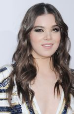 HAILEE STEINFELD at 2015 American Music Awards in Los Angeles 11/22/2015