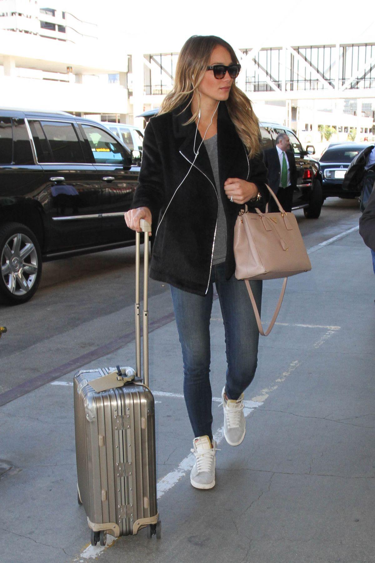 HANNAH DAVIS at LAX Airport in Los Angeles 11/12/2015
