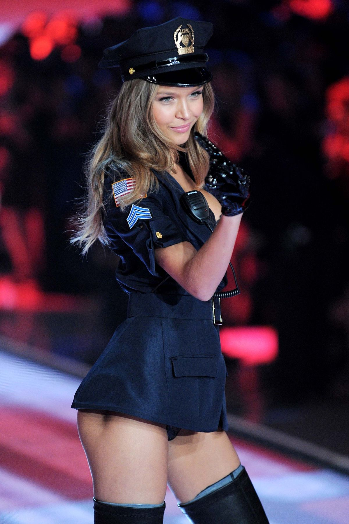 2015 S Most Popular Halloween Costumes By State Map: JOSEPHINE SKRIVER At Victoria's Secret 2015 Fashion Show