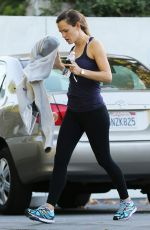 JENNIFER GARNER in Tights Leaves a Gym in Los Angeles 11/28/2015