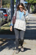 JENNIFER GARNER Out and About in Los Angeles 11/07/2015
