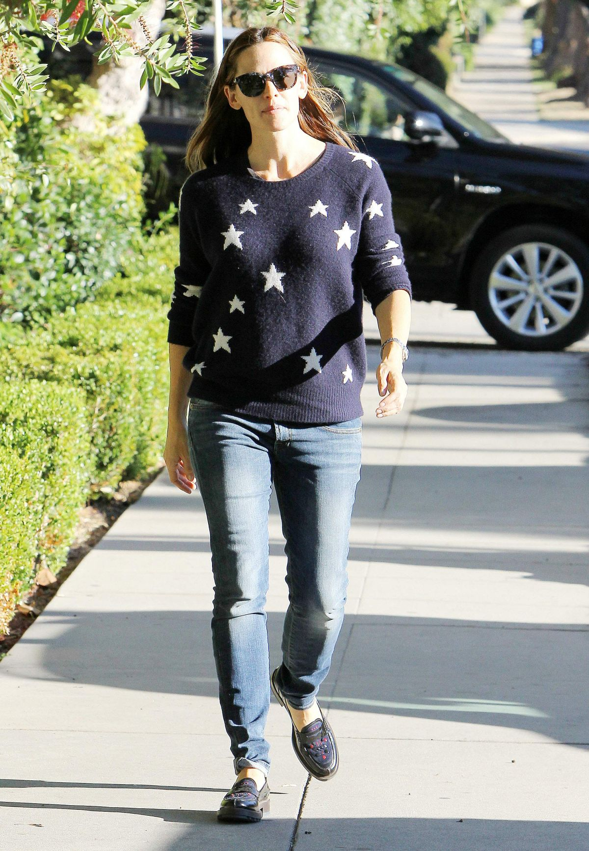 JENNIFER GARNER Out and About in Los Angeles 11/13/2015
