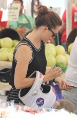 JENNIFER GARNER Shopping at Farmers Market in Pacific Palisades 11/01/2015