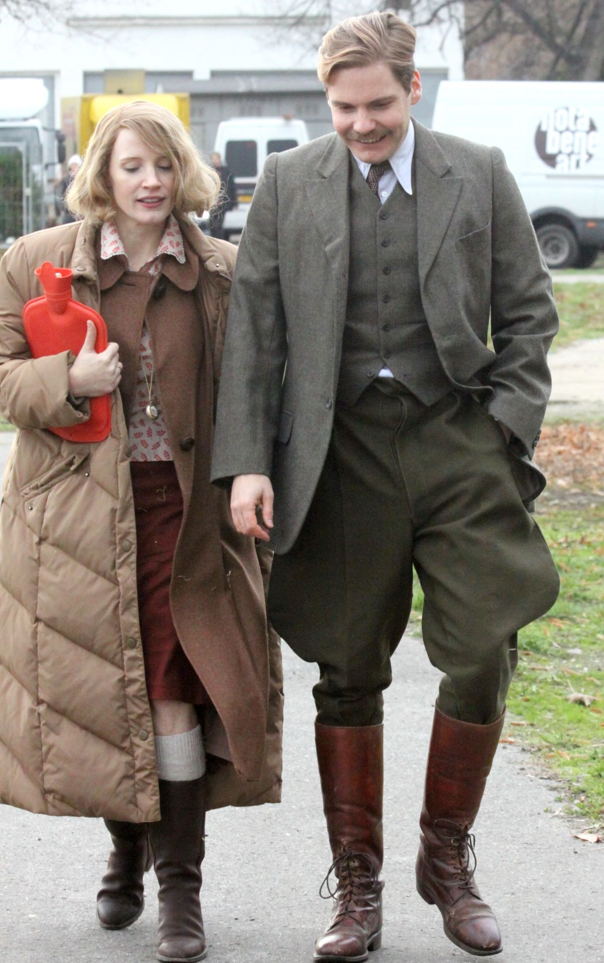 JESSICA CHASTAIN on the Set of Zookeeper