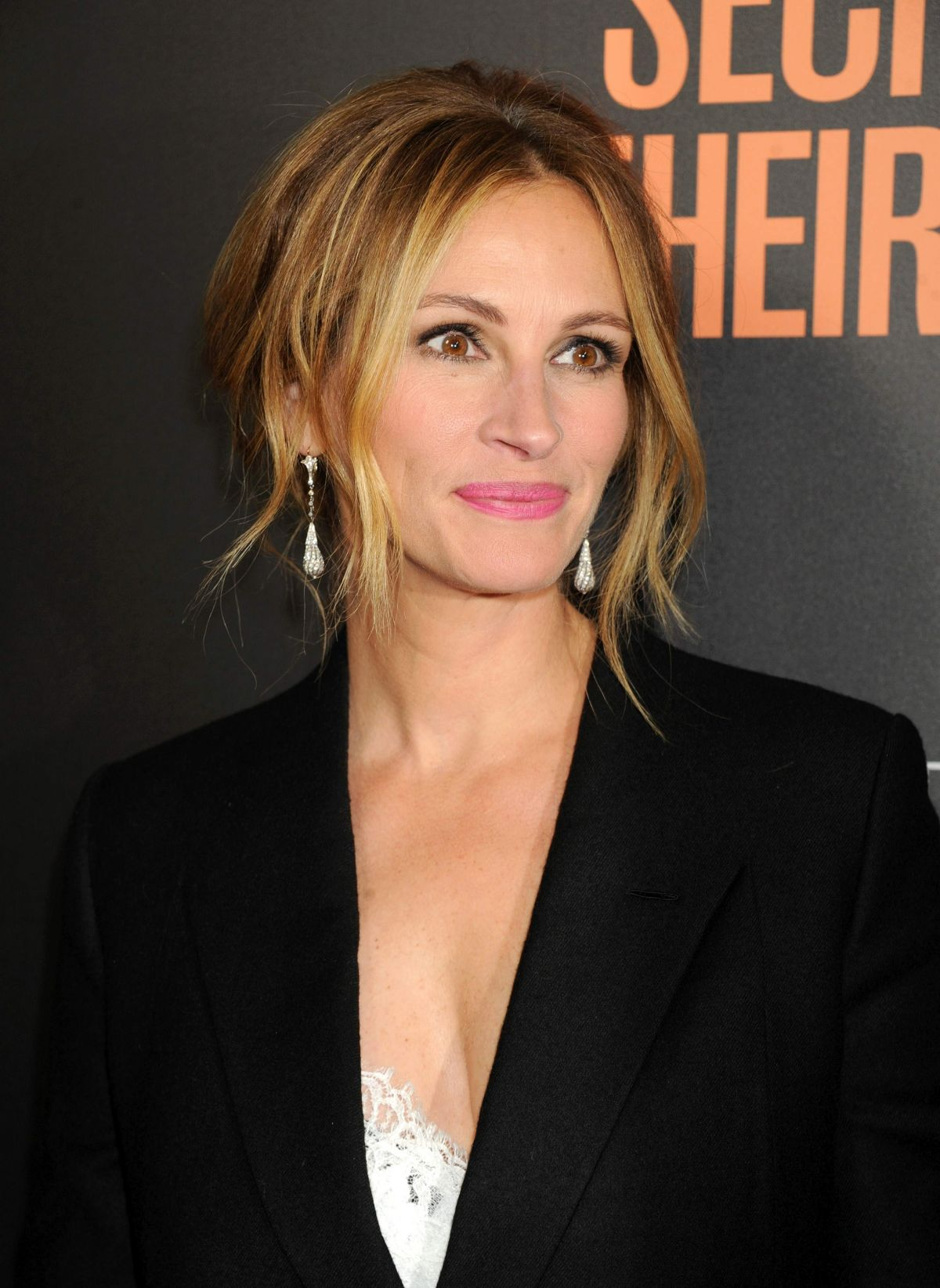 Julia Roberts So Devastated By Half Sister Nancy Motes S: JULIA ROBERTS At Secret In Their Eyes Premiere In Los