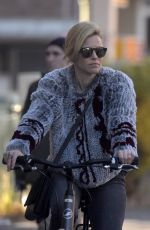 JULIANNE MOORE and ELIZABETH BANKS Take Ride on Bicycle 11/03/2015