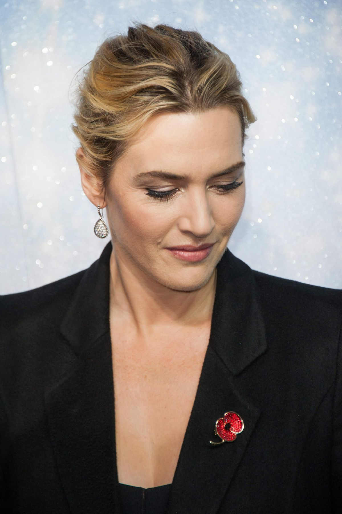 KATE WINSLET At Opening The Christmas Shopping Window 11