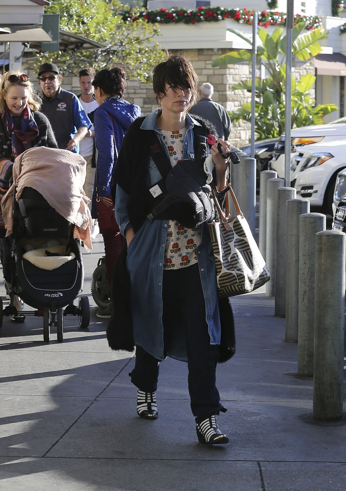 Lena Headey Leaves Pottery Barn Kids At Grove In West
