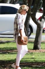 MARGOT ROBBIE Out for Lunch in Sydney 11/17/2015