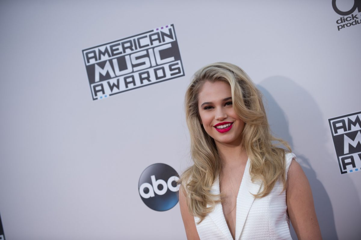 Meredith Mickelson At 2015 American Music Awards In Los
