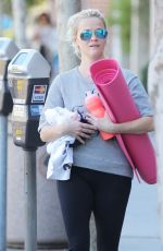 REESE WITHERSPOON Heading to a Yoga Class in Los Angeles 11/04/2015